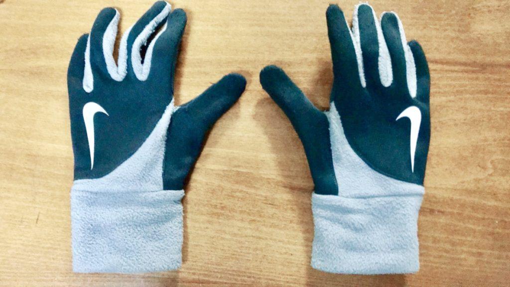 息子からもらったNIKEのお古の手袋