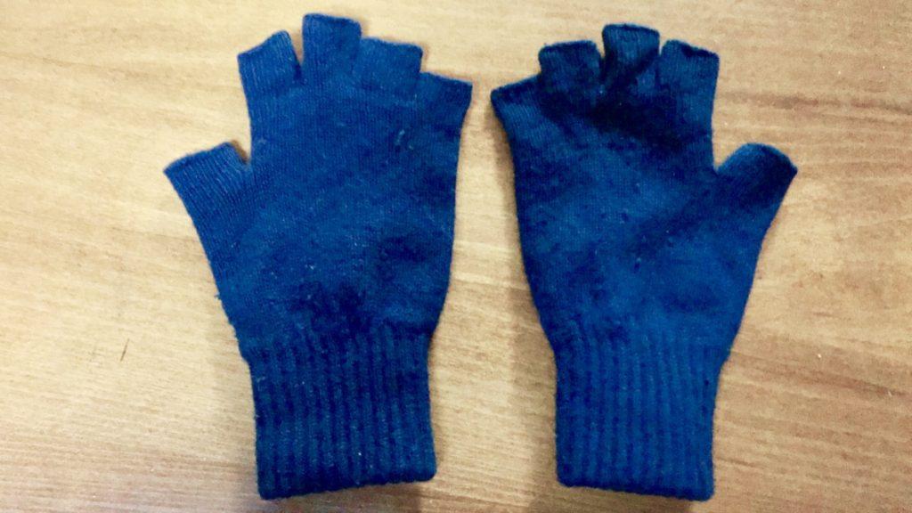 お気に入りのカシミアの指出し手袋